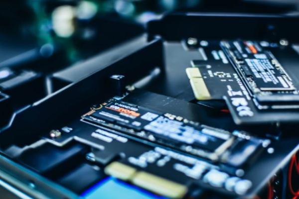Крах новой криптовалюты заставил майнеров продавать жесткие диски