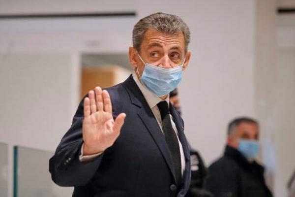 Экс-главу Франции приговорили к году тюрьмы